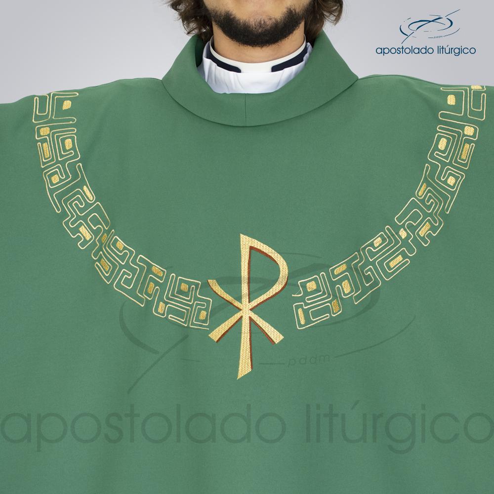 Casula Oxford Bordada PX Verde Modelo Frente Busto | Apostolado Litúrgico Brasil